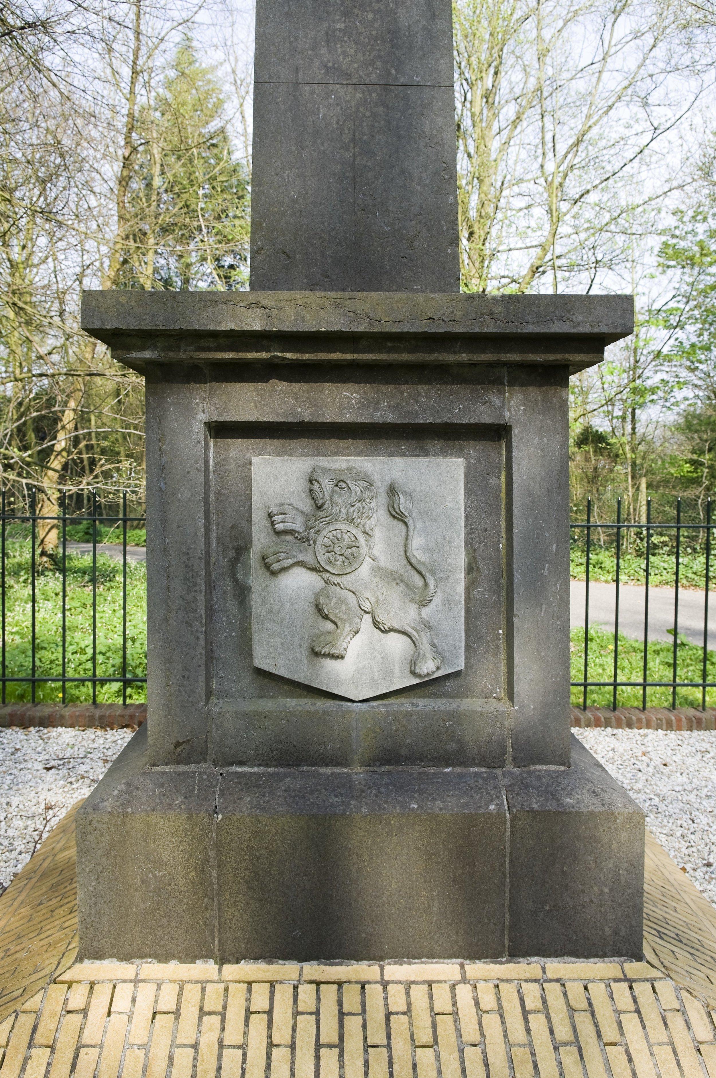 GEDENKNAALD, HEEMSTEDE - HET MONUMENT HERINNERT AAN DE SLAG BIJ MANPAD UIT 1303