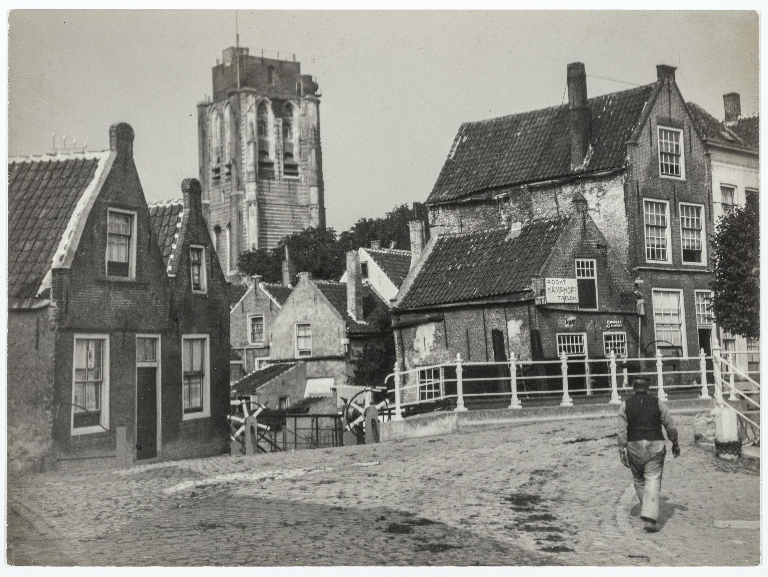 Goedereede omstreeks 1910 met op de achtergrond de toenmalige vuurtoren.