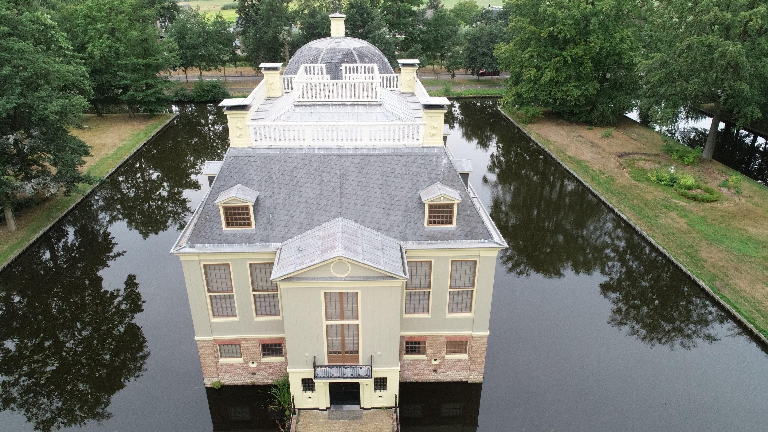 trompenburgh - Voor het item 'In vogelvlucht' zijn er door RTV Noord-Holland spectaculaire beelden gemaakt van onze historische buitenplaats Trompenburgh.
