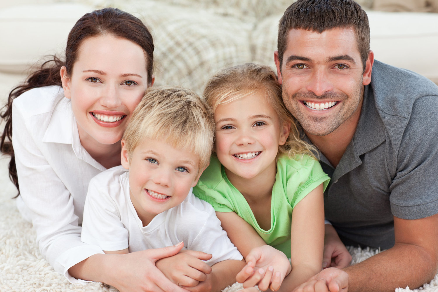 Copy of Portrait of a smiling family in the carpet