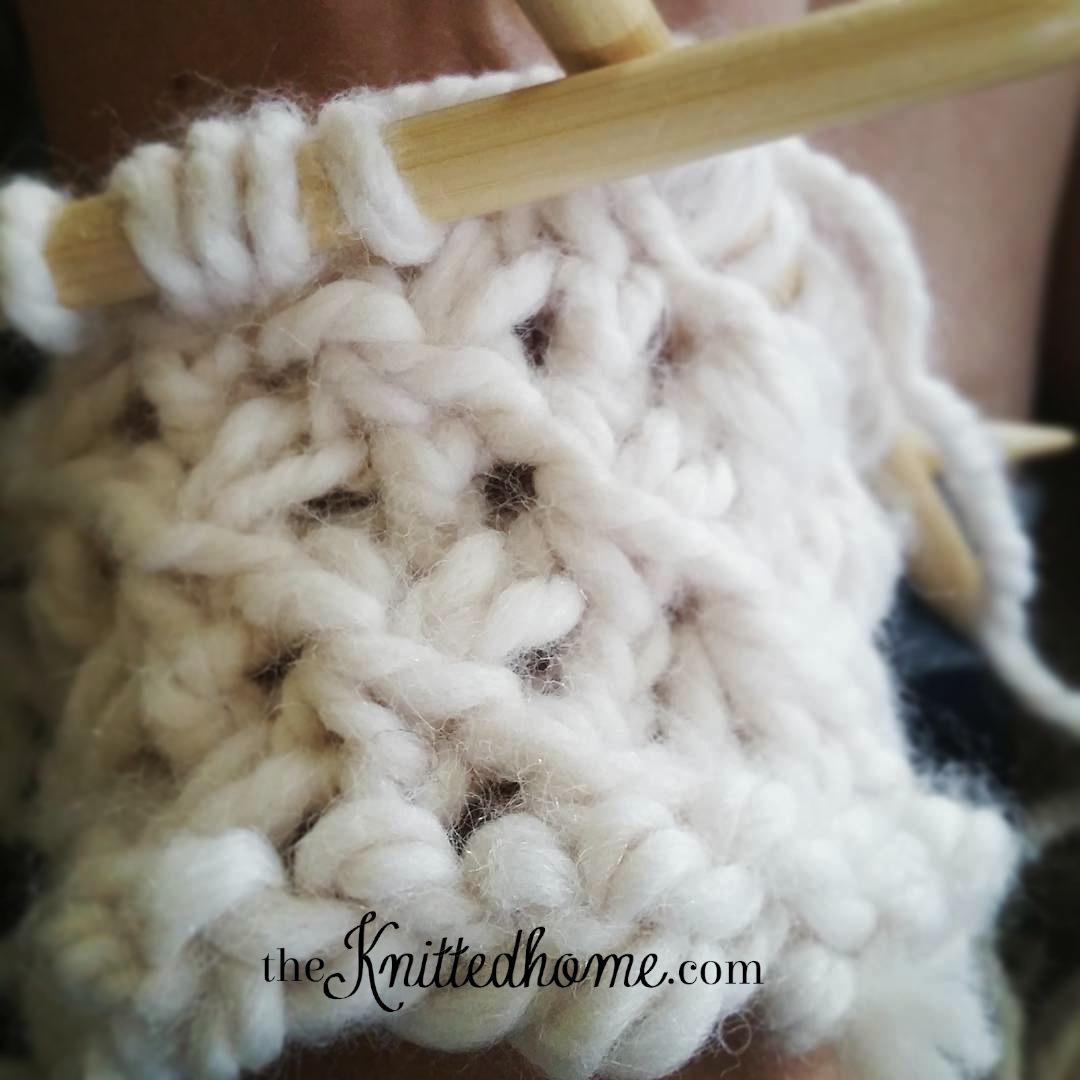 Chunky Knit Star Fingerless gloves | theknittedhome.com