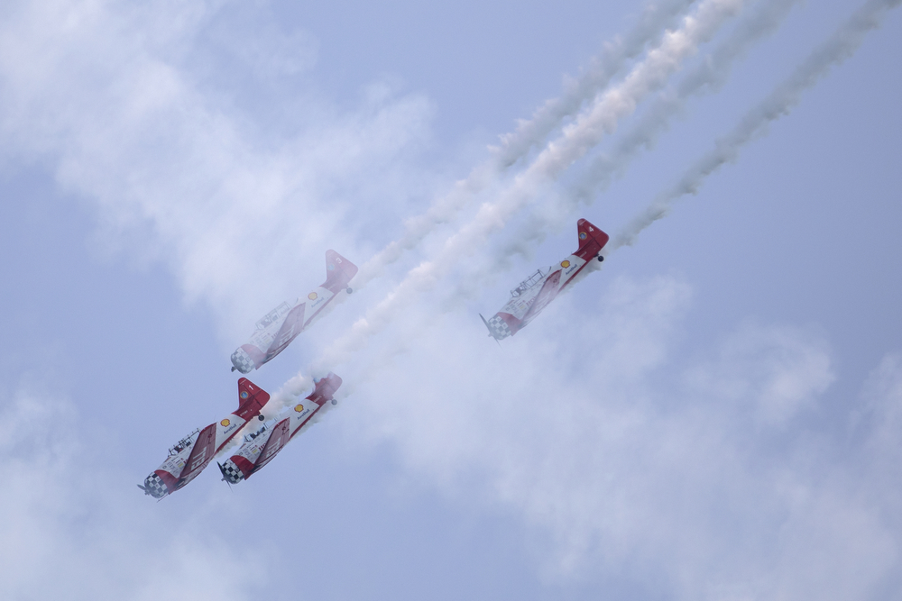 The AeroShell Aerobatic Team performs during the Chicago Air and Water Show at North Avenue Beach Sunday, Aug. 19, 2018, in Chicago. (Erin Hooley/Chicago Tribune)