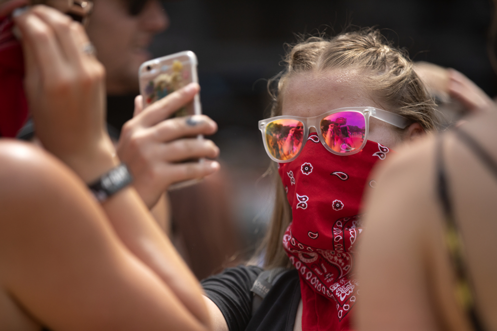 A festival goer uses a handkerchief to keep dust out of her face at Lollapalooza Sunday, August 5, 2018, at Grant Park in Chicago. (Erin Hooley/Chicago Tribune)