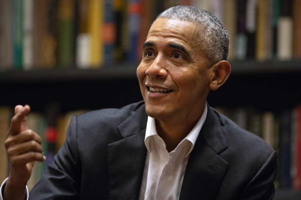 Former President Barack Obama speaks to Obama Foundation Fellows gathered at Stony Island Arts Bank Wednesday, May 17, 2018, in Chicago. (Erin Hooley/Chicago Tribune)