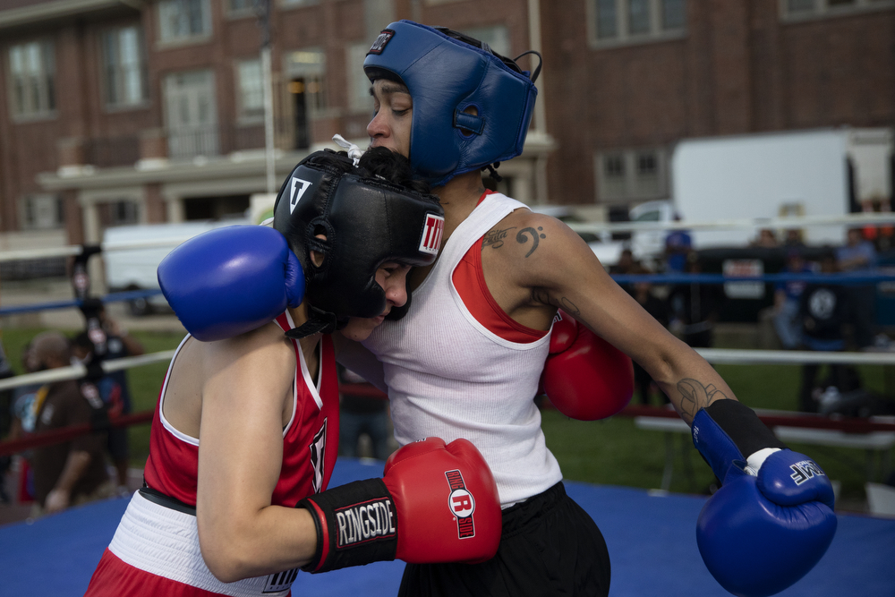 23-year-old Leila Elaqad of Simons Park Boxing, left, and 28-year-old Apiffany Rushing of Trumbull Boxing spar at a women's-only boxing exhibition event Thursday, May 30, 2019, at Eckhart Park in Chicago. (Erin Hooley/Chicago Tribune)