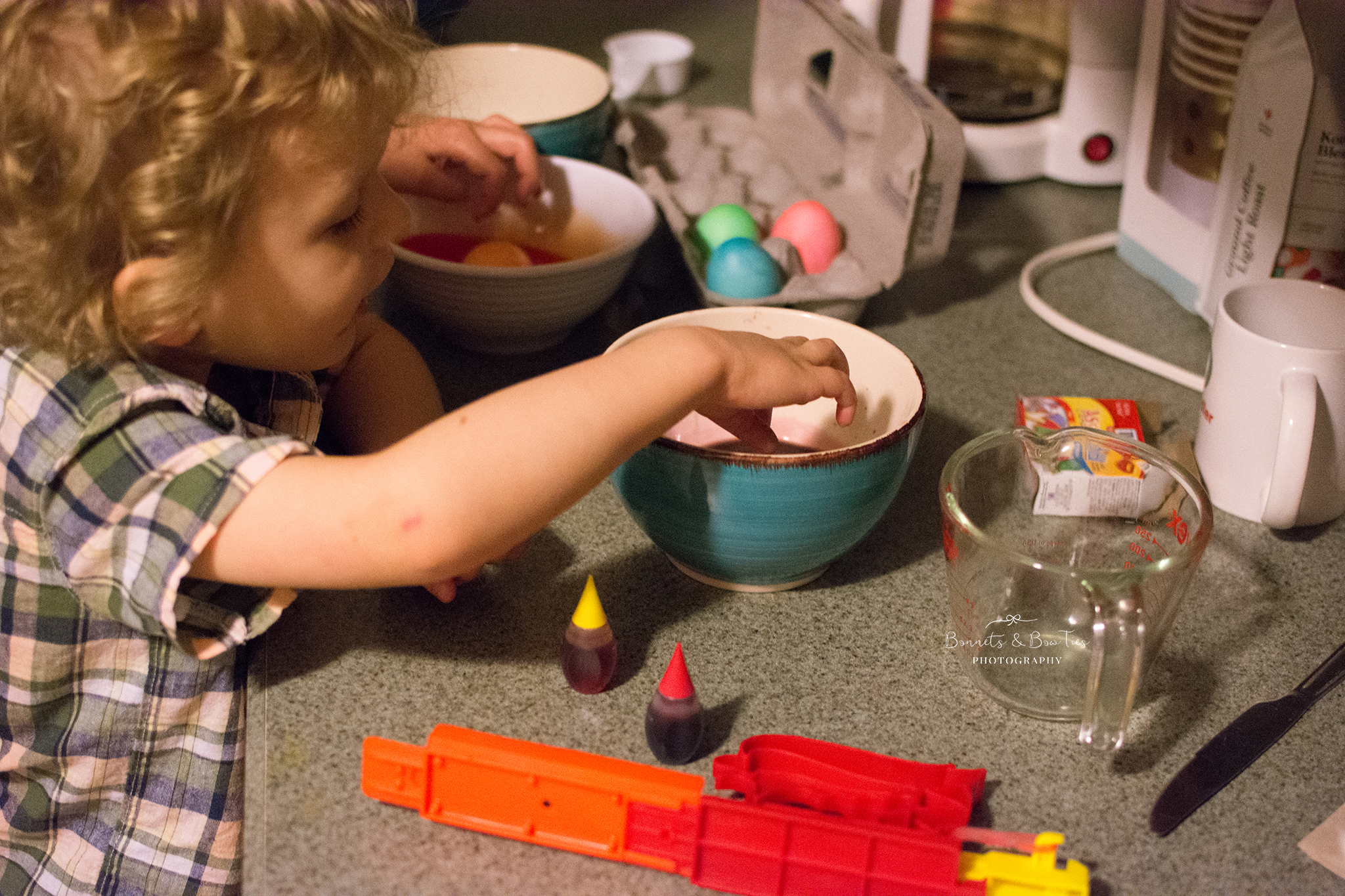 kids dying eggs for easter.jpg