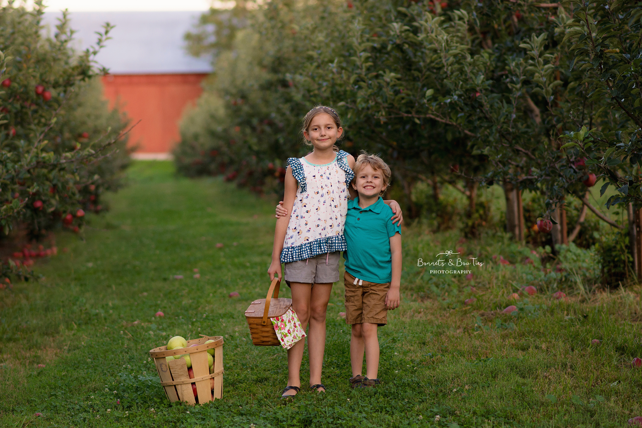 children's photography at apple orchard.jpg