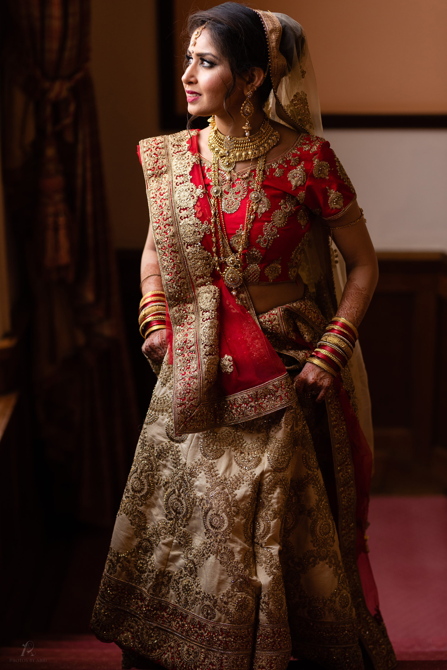 Meet Meera our beautiful bride, on her Hindu wedding day beautifully captured at Scalford Hall Hotel, Melton Mowbray