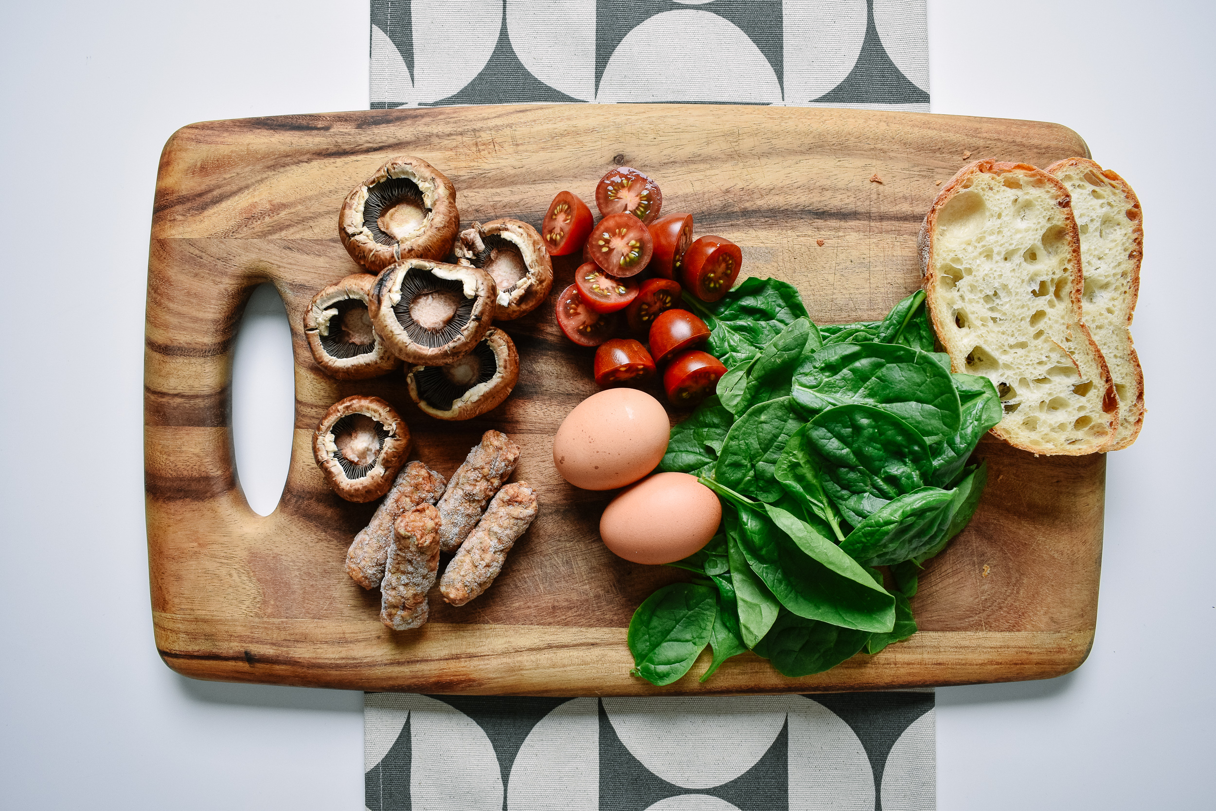 Stem the mushrooms and slice the tomatoes
