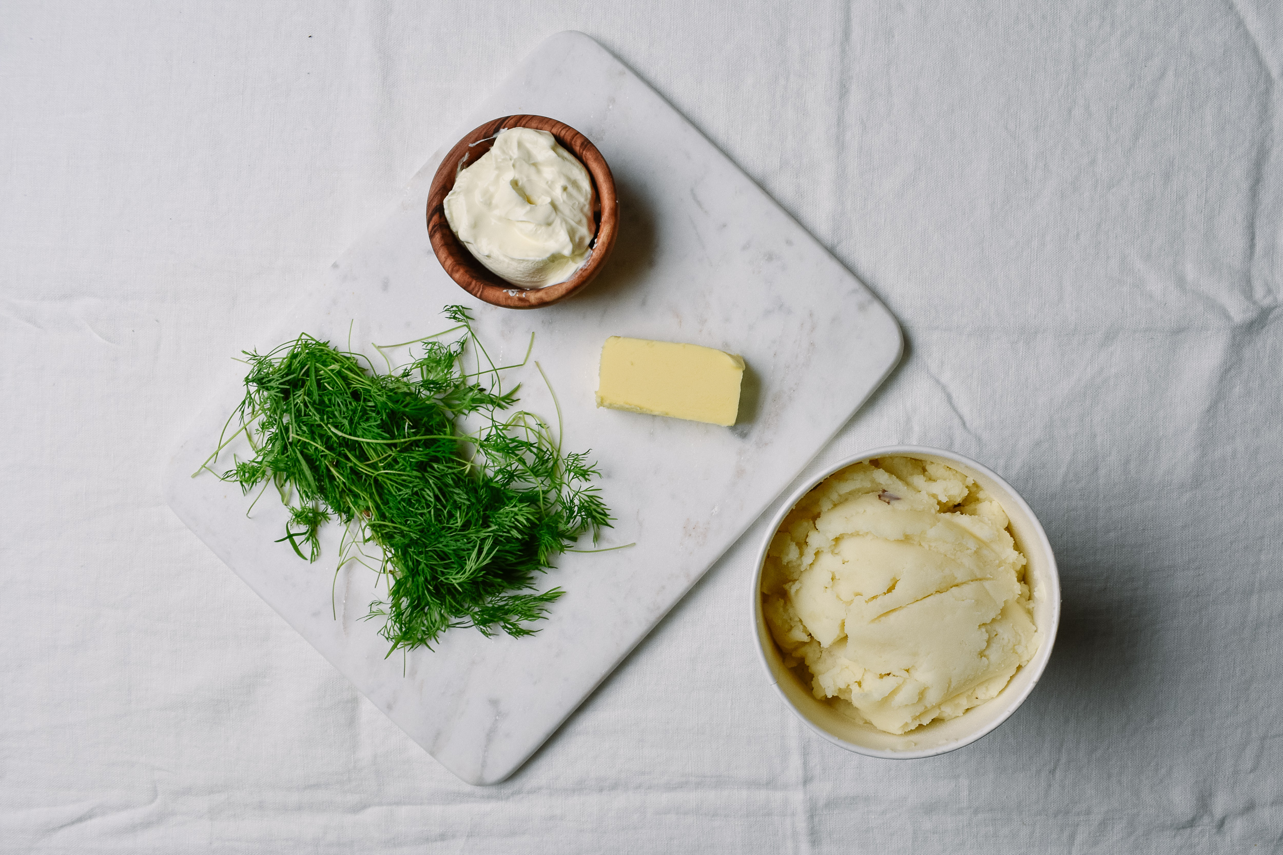 Mashed potatoes with dill and sour cream