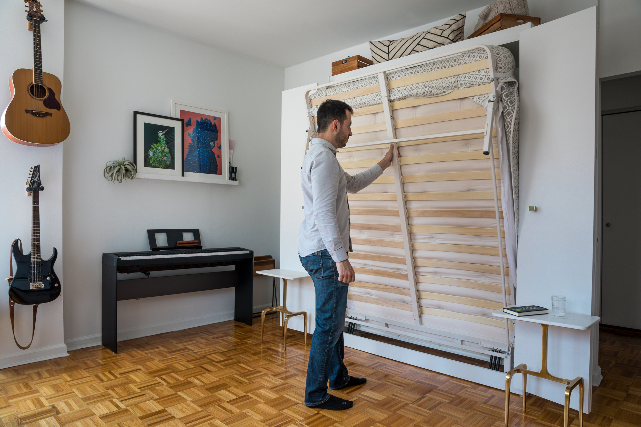 Wall Bed / Murphy Bed - putting it up
