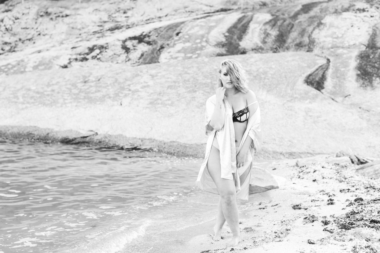 outdoor-ocean-beach-boudoir-session-connecticut-photographer-shaina-lee-photography-photo