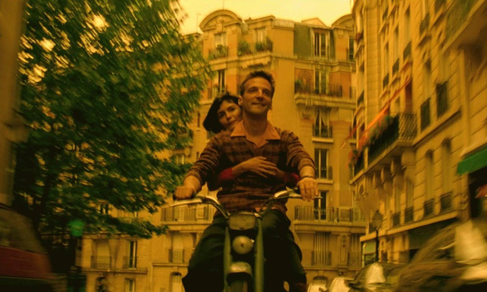 7. Amelie - Cinematography by Bruno DelbonnelEclectic, fun, bold and ambitious; The style most NEW photographers and filmmakers will adopt until they find their niche, but that doesn't mean the camera work in Amelie should be ignored - more like techniques you can adopt and then own.