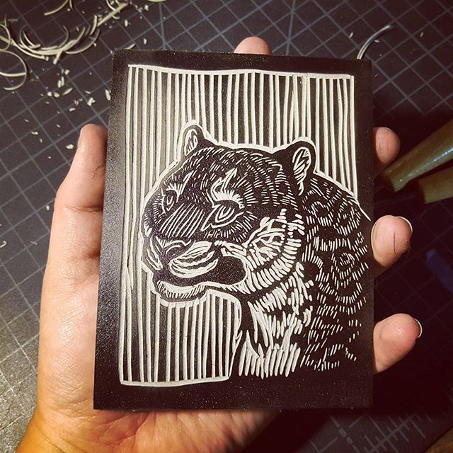 Practice makes perfect, but sometimes the quirks are interesting...🤷‍♀️ #printmaking #linocut #linoleum #lino #reliefprint #blockprint #grabado #gravura #art #illustration #handmade #quirky #weird #jaguar #panthera #pantheraonca #ohwell