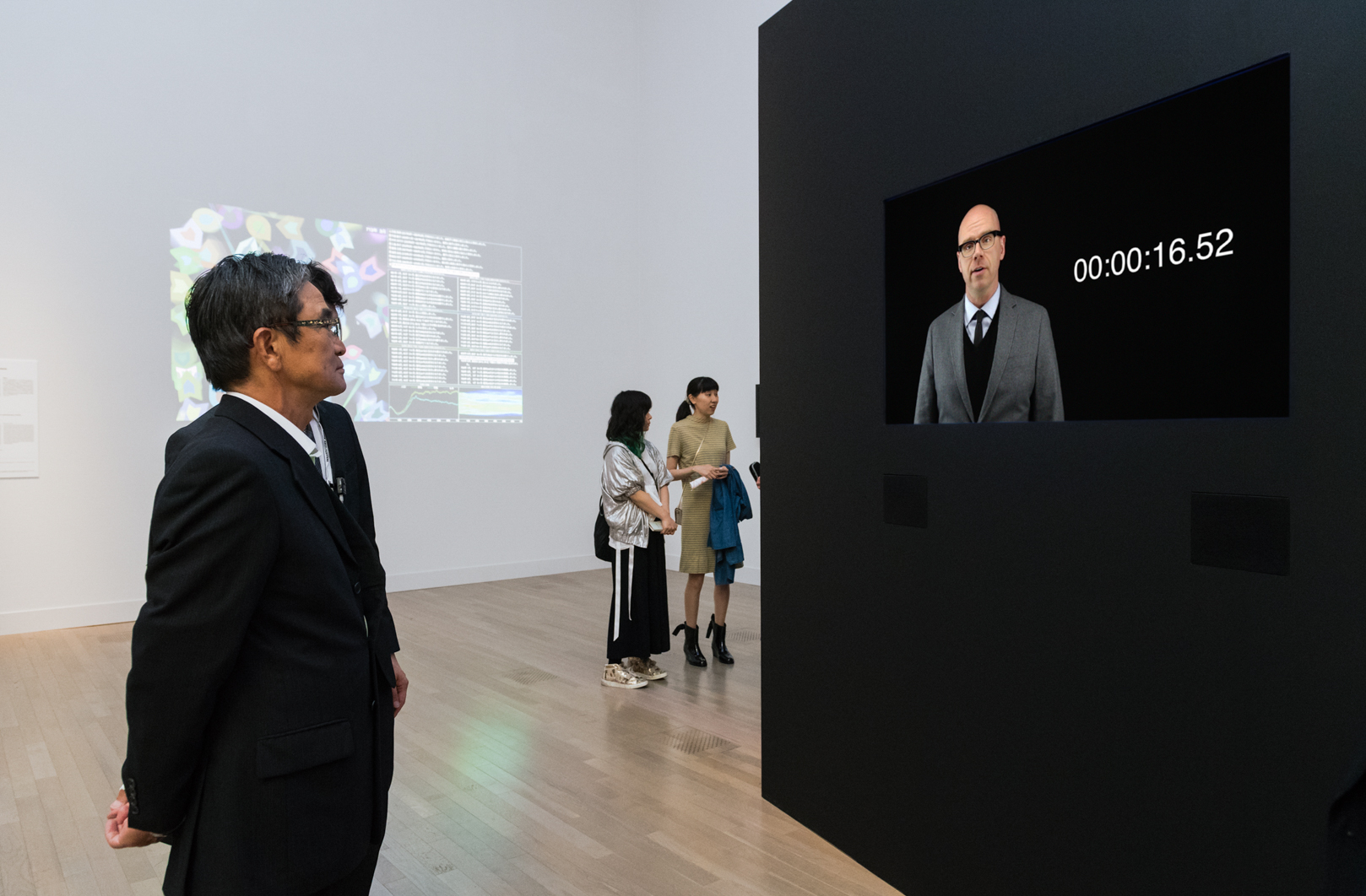 Panderer (Seventeen Seconds) , 2016  Single-Channel Video Installed at the National Art Center, Tokyo