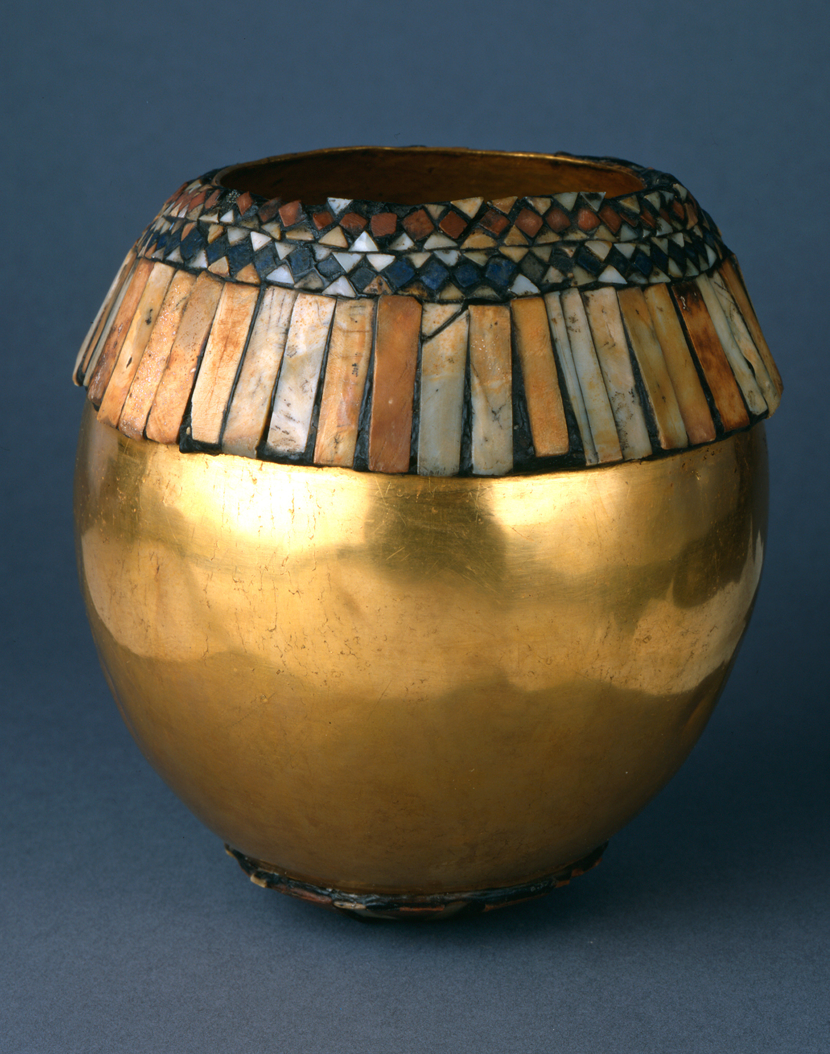 This  gorgeous golden example (above), is via sumerianshakespere.com, and is inlaid with red limestone, shells, and lapis lazuli.