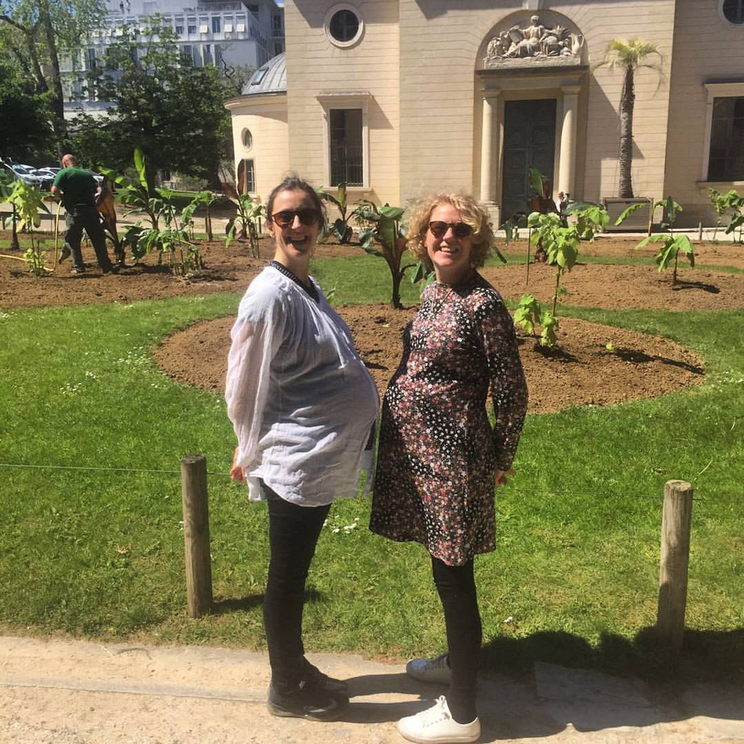 Taking a walk around the Jardin des Plantes with my fellow preggo, Laura, and hatching plans about the many Musées, Parcs & Galleries we are going to visit with our babes soon! Shout out to Laura who gave birth to her beautiful baby boy a few days after this photo was taken, and is now enjoying the MEGA loved up babymoon phase! Congratulations Laura on becoming a Mamma x