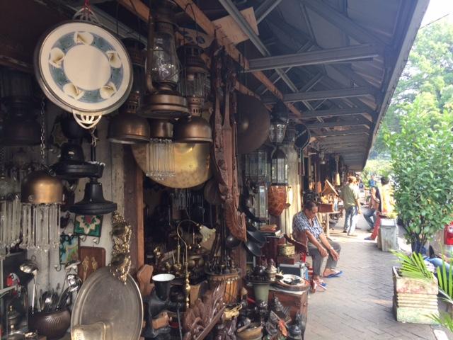 Antique Market on Jalan Surabaya