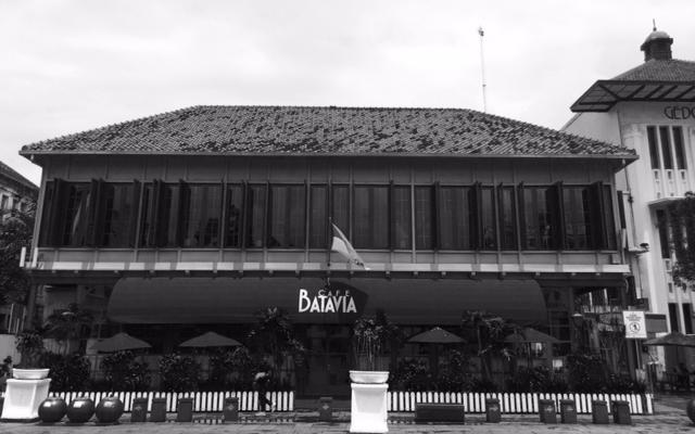 Cafe Batavia on Fataillah Square