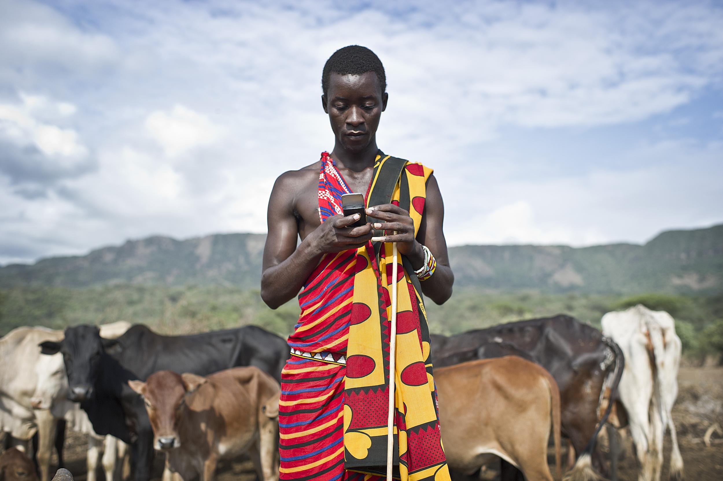 kenyan_farmer_phone.jpg