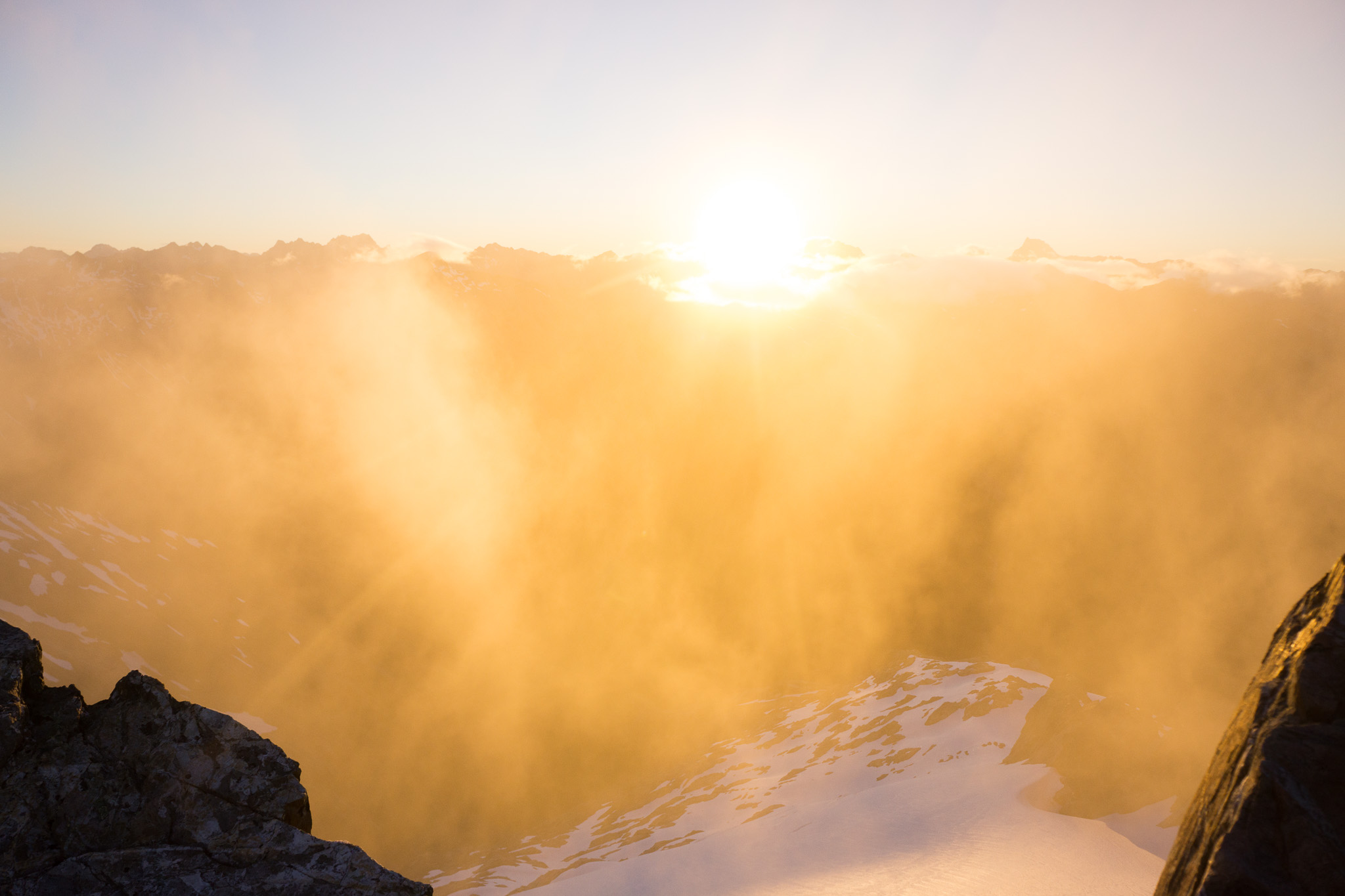Sunrise form the Southern ridge to mount armstrong