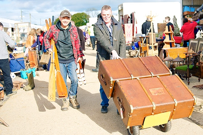 Out in the sunshine at The Ardingly Fair in April assisting a top London dealer with his many purchases from our stand S/A 16. Naturally I lent him our sack barrow so he could move the heavy stuff !