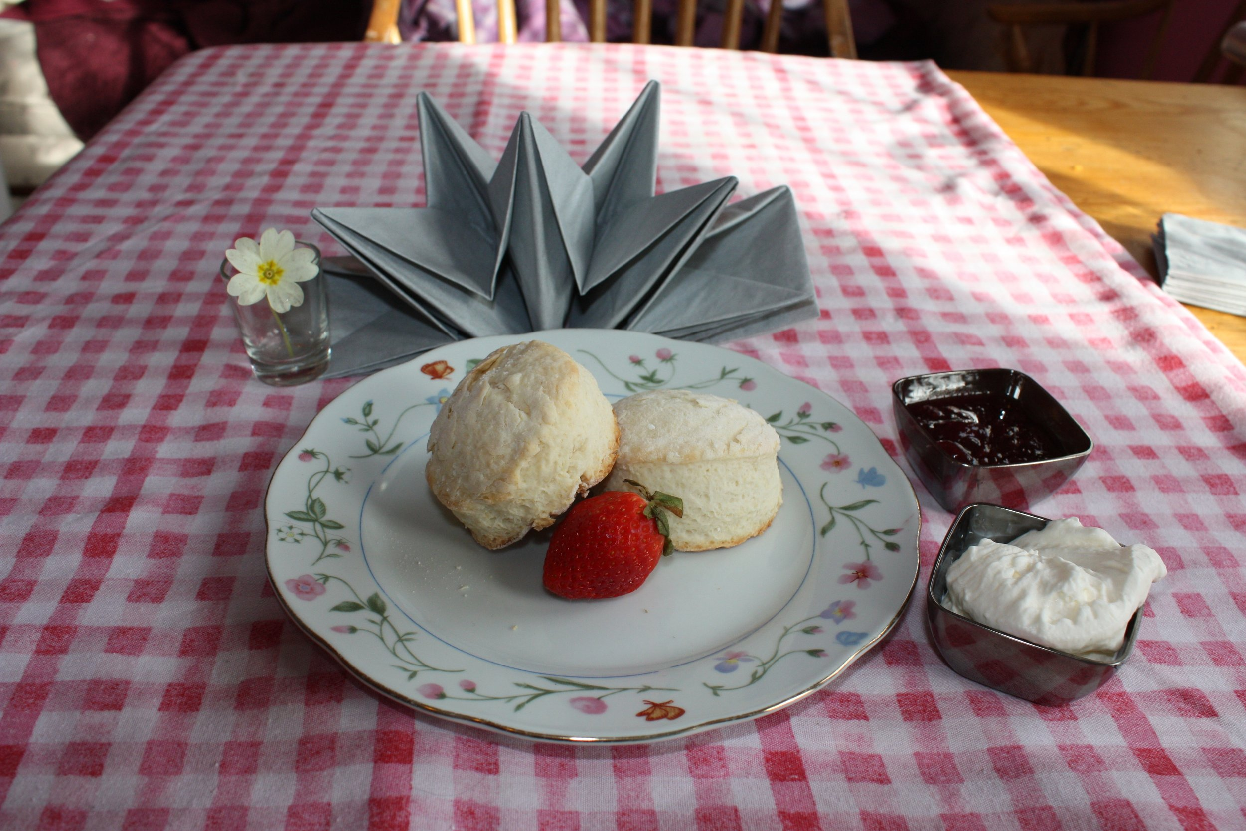 cream tea table 2.jpg