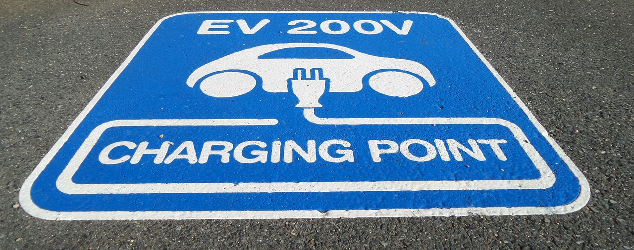 A dispersed Electric vehicle charging network would present major political barriers, warns bauer