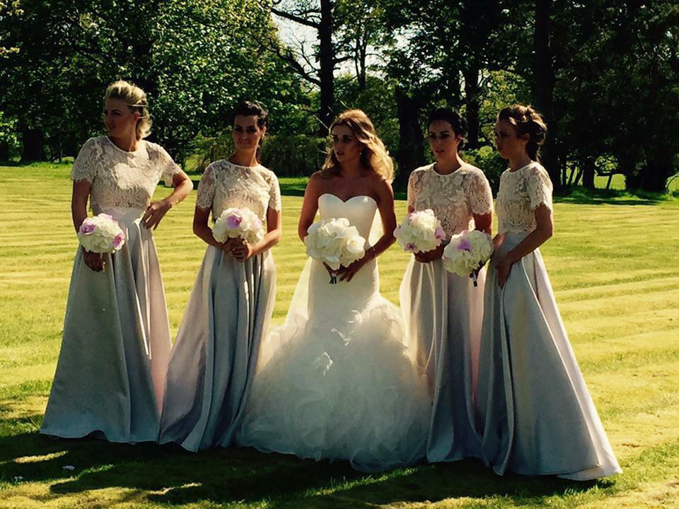 These ladies combined the skirts with ivory lace crops with short sleeves.
