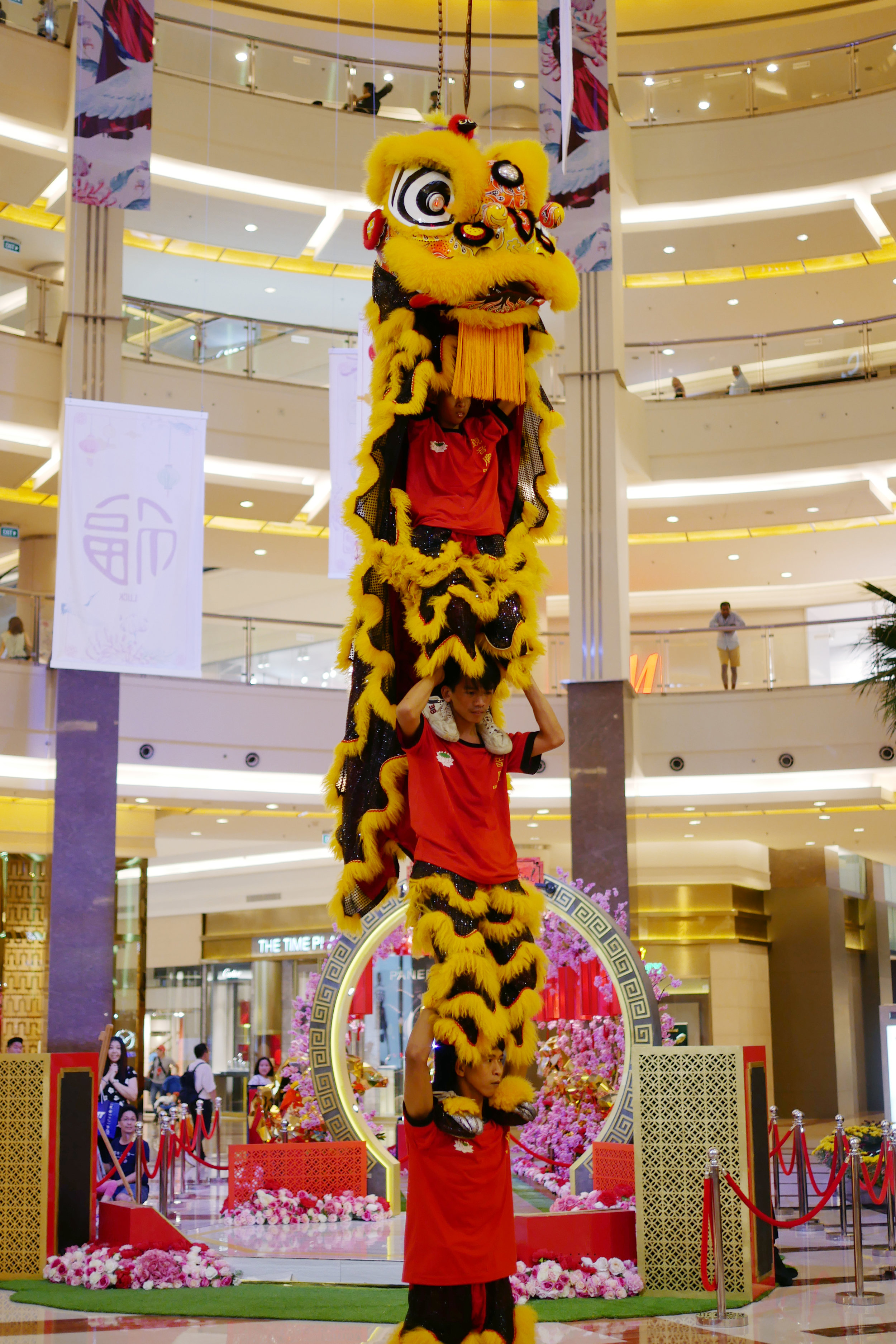 Snow_Barongsai_Pacific_Place.jpg