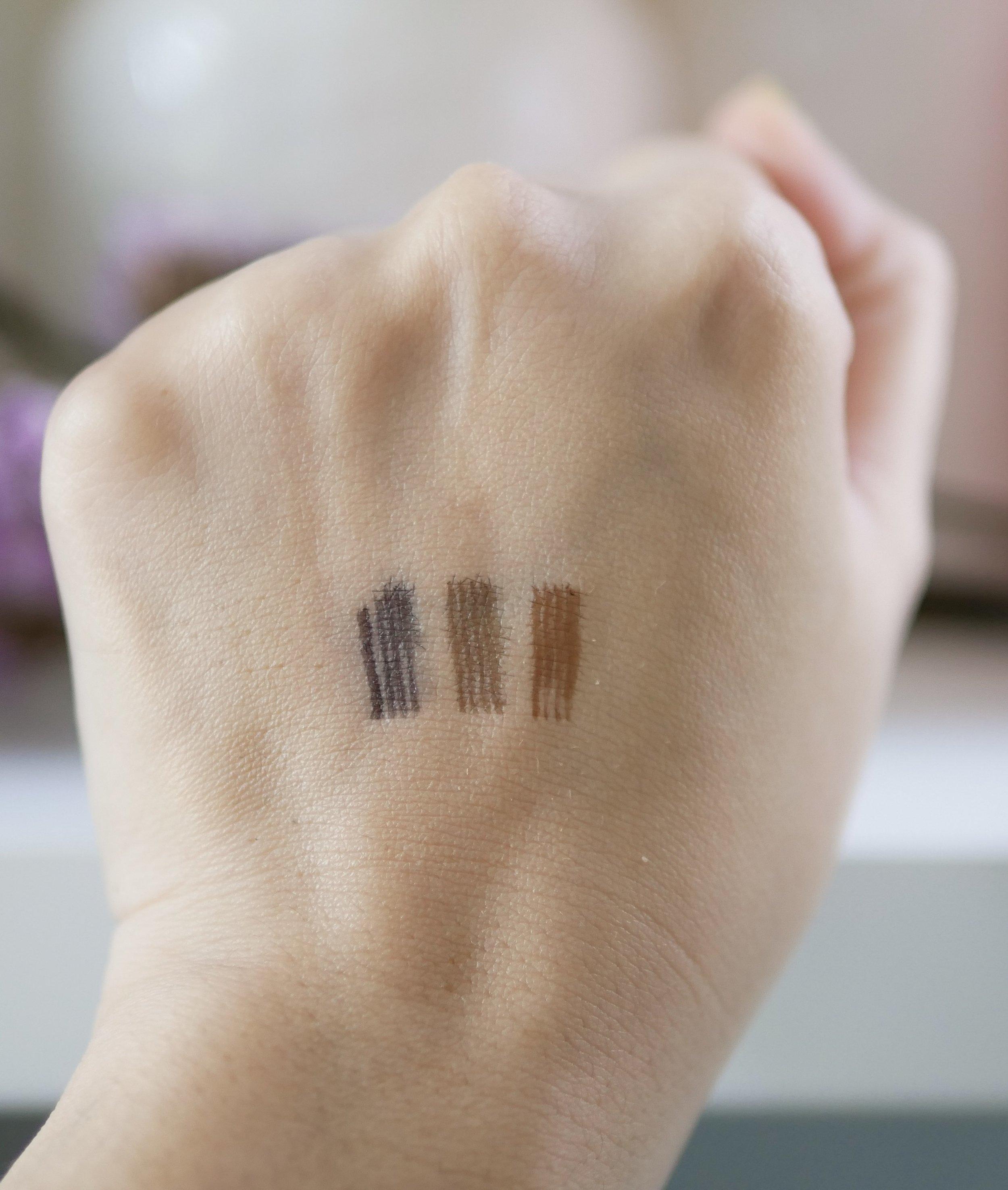 Dari kiri ke kanan: Dark Grey, Chestnut, Brown.