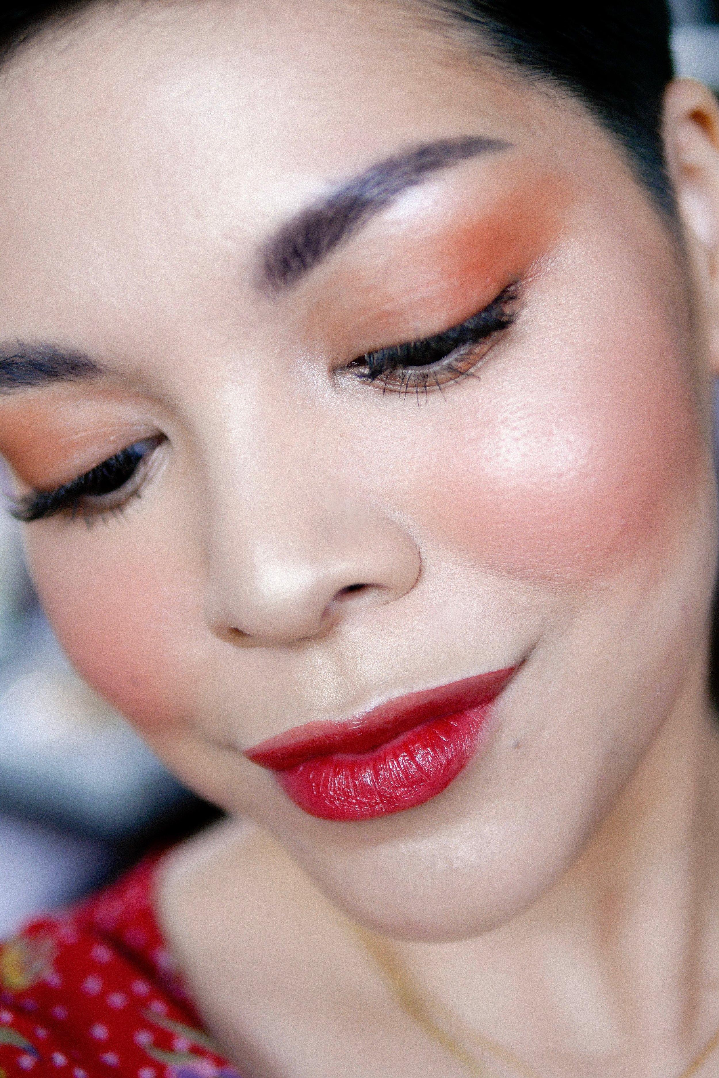 Di sini aku menggunakan  SYCA Lip Tint  shade  02. Tangerine Rose