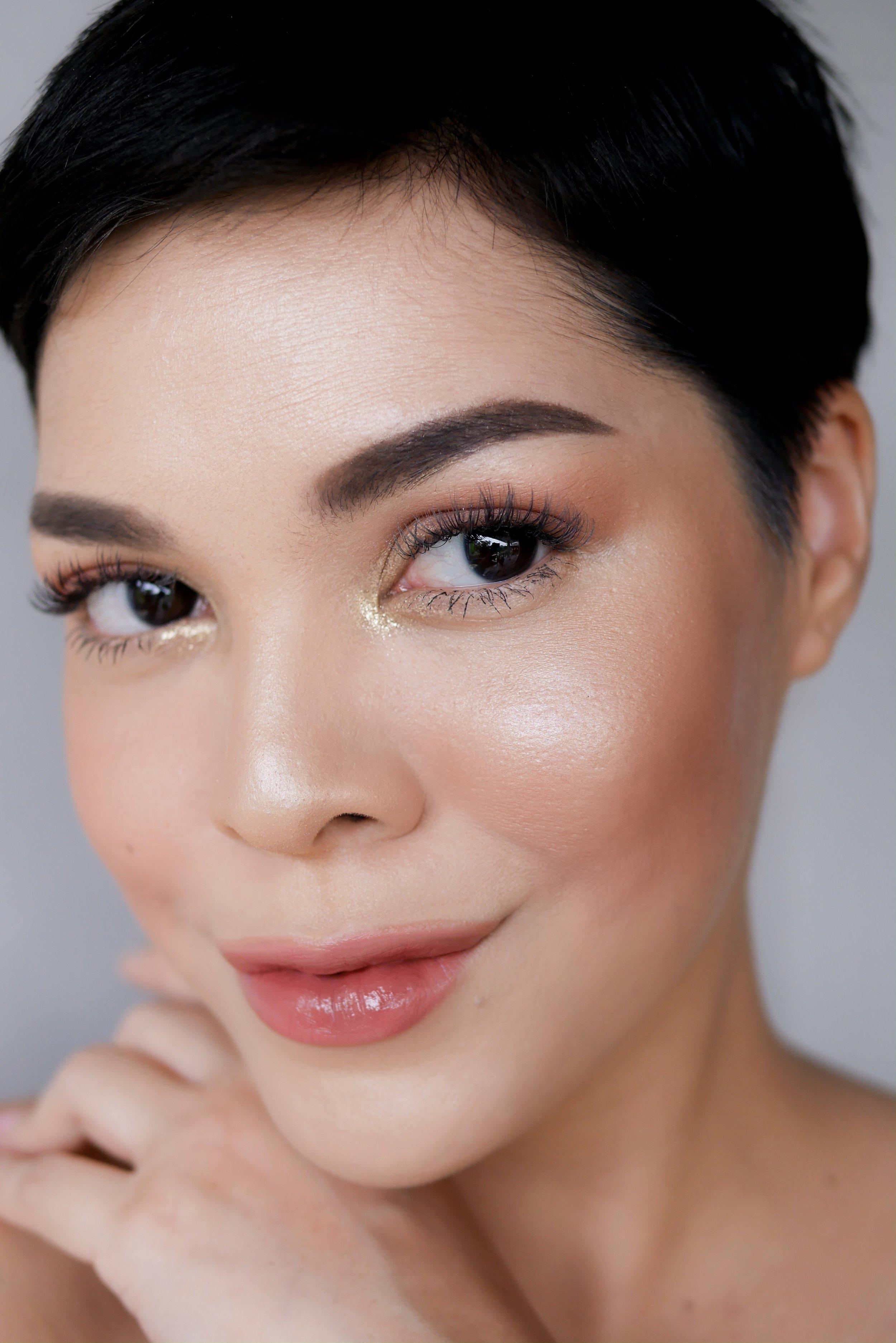 Makeup look  ini menggunakan Sorcha Highlighter Natuna.