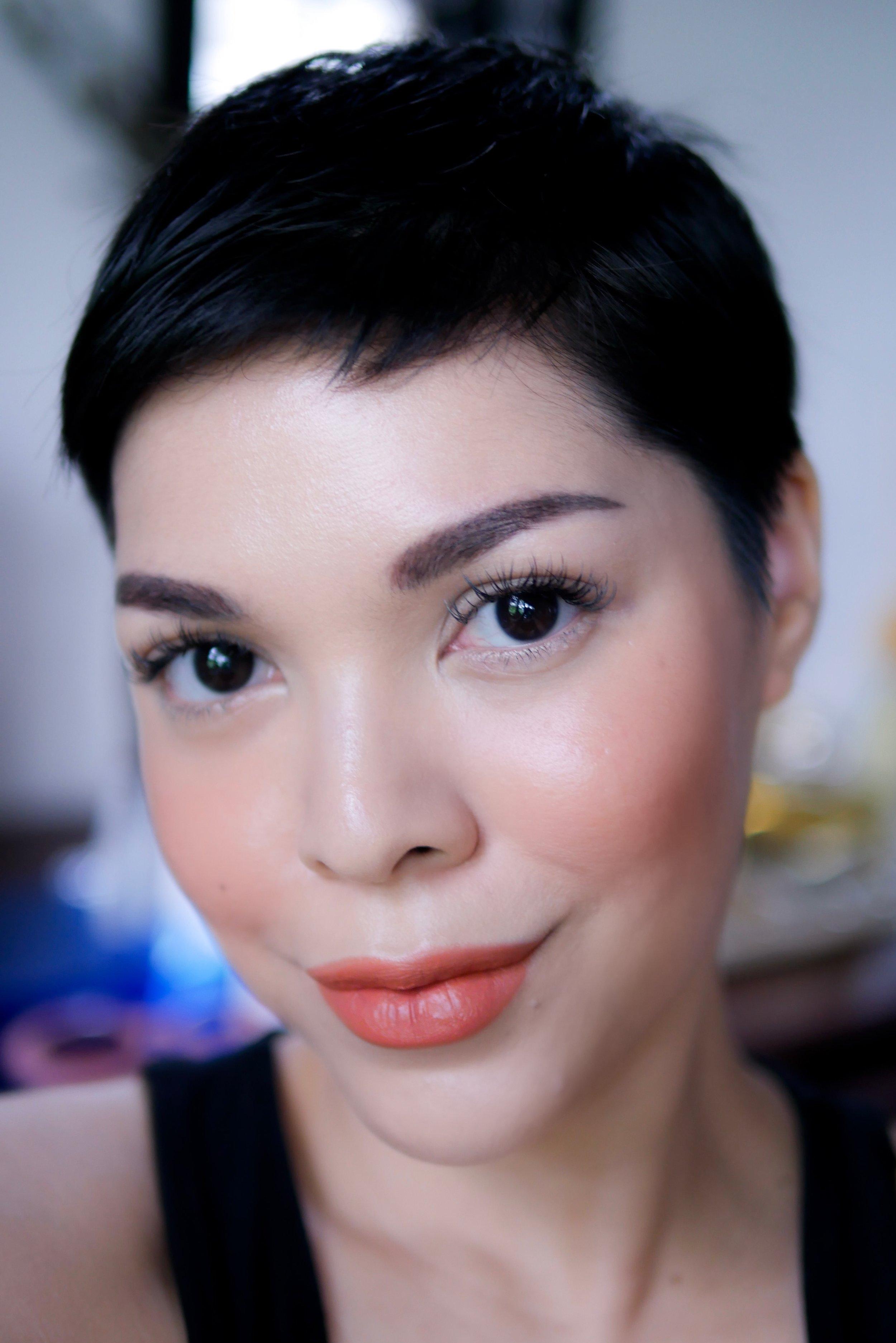 Pipi dan bibir menggunakan  Trope Velvet Matte Lipstick   shade   No.04 Flamingo .