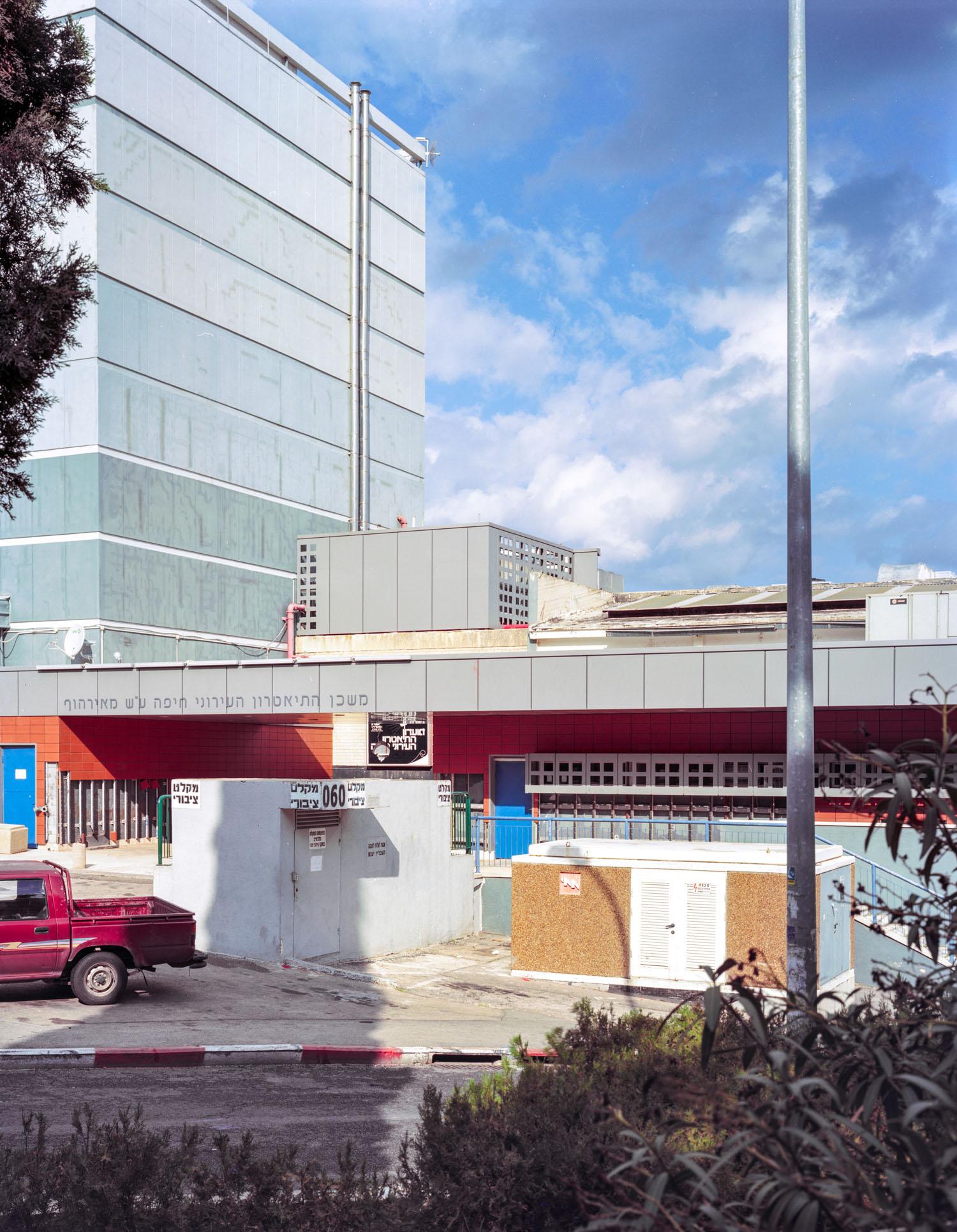 "Shelter #60,Haifa, Israel, 2007, Chromogenic print, 30"" x 20"""