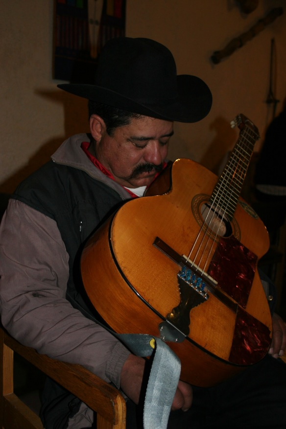 The troubadour with a musical snore. El Fuerte, Mexico.