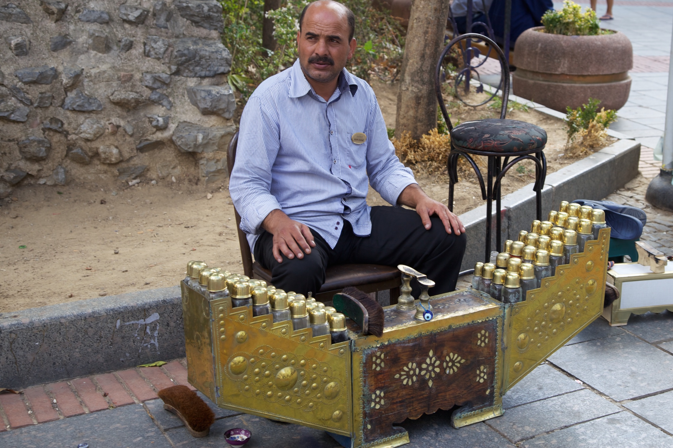 Turkish shoeshiners give you the golden treat. Istanbul, Turkey