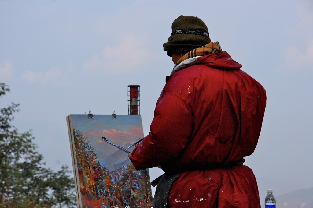 Painting K2, the second highest mountain in the world, requieres remarkable eyesight. Darjeeling, India.
