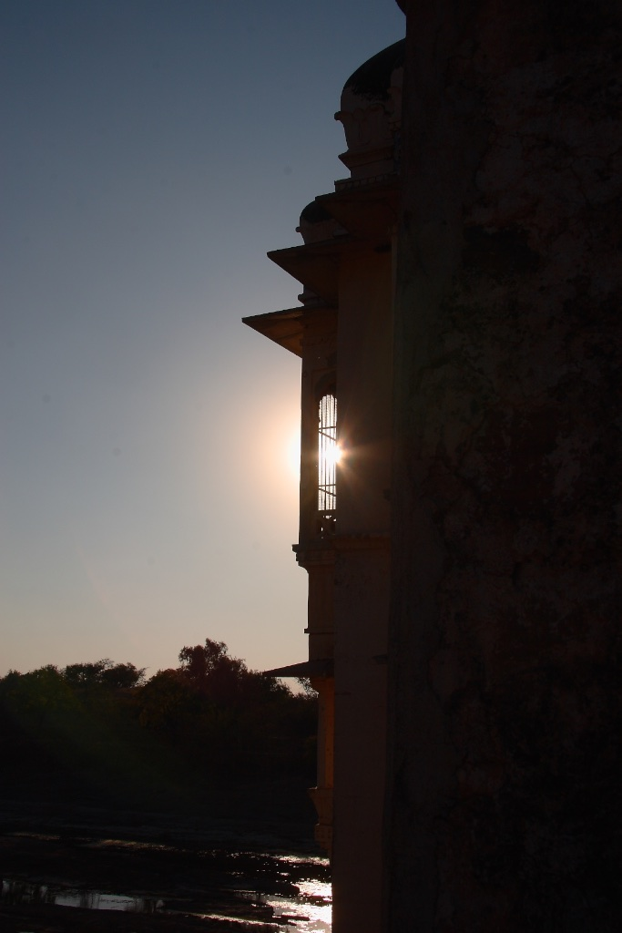 The setting sun in Orchha.