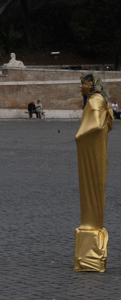 The Tutankhamen look in Rome, Italy.