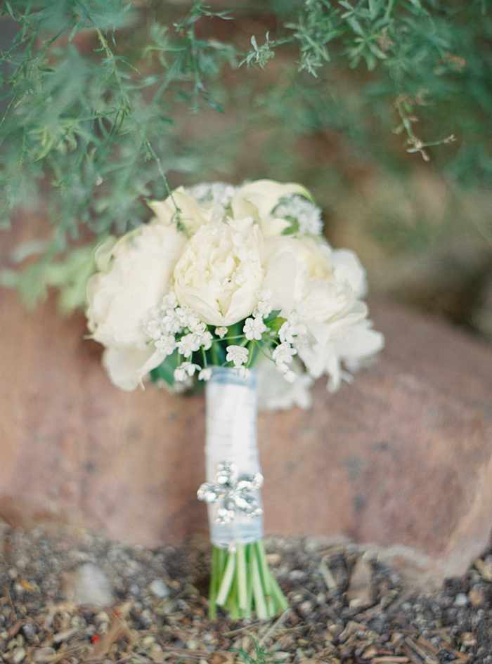 all white bridal bouquet flowers