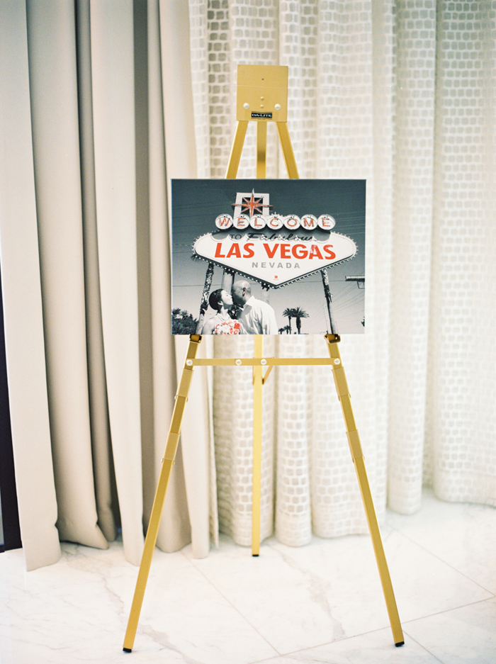 welcome to las vegas guest signing board