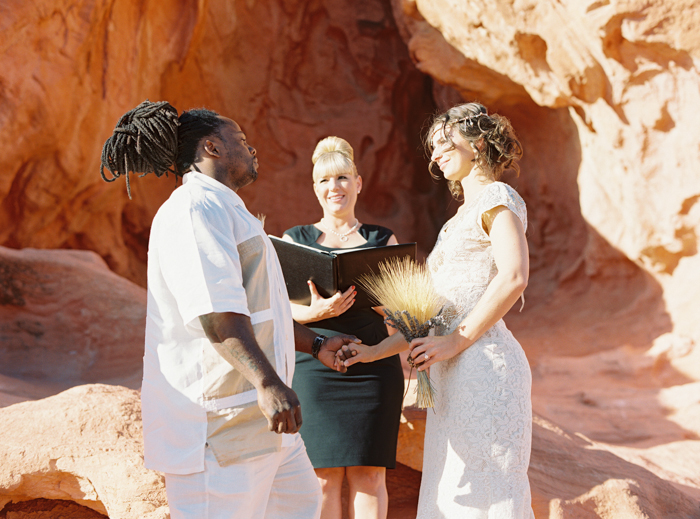 outdoor desert wedding ceremony valley of fire