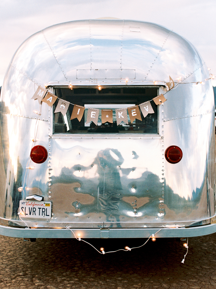 las vegas flora pop silver trailer desert wedding photo 12