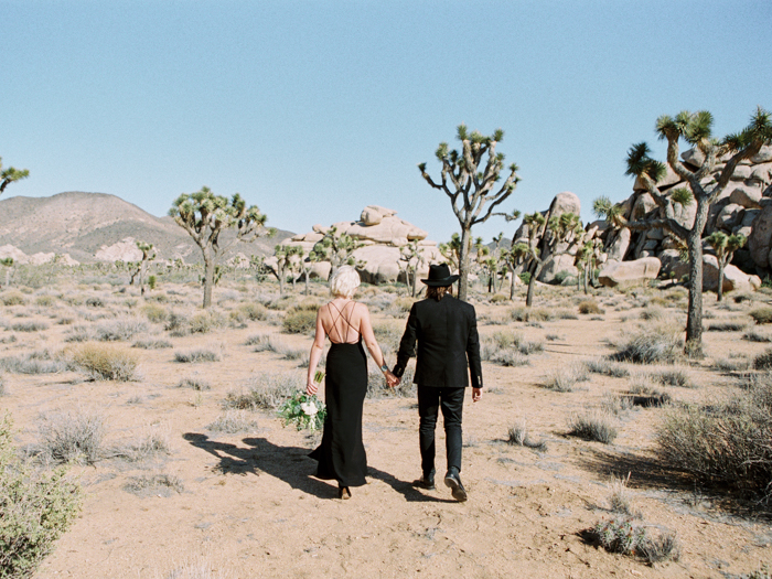 chic joshua tree elopement photo | gaby j photography