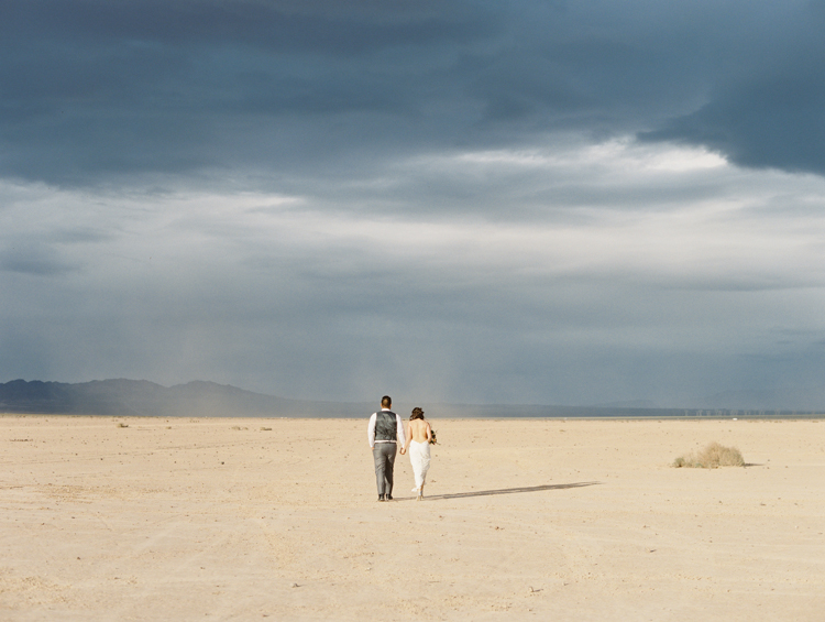 desert dust storm wedding | las vegas elopement photographer | gaby j photography | flora pop
