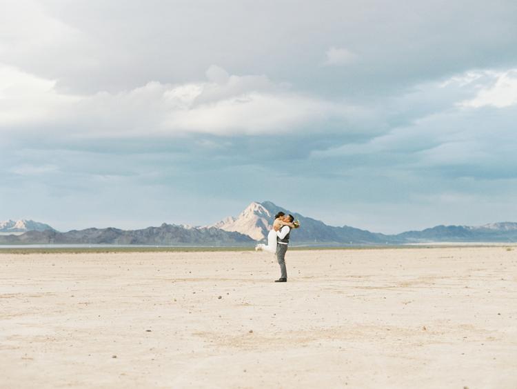 desert dust storm wedding | las vegas elopement photographer | gaby j photography | flora pop elopement