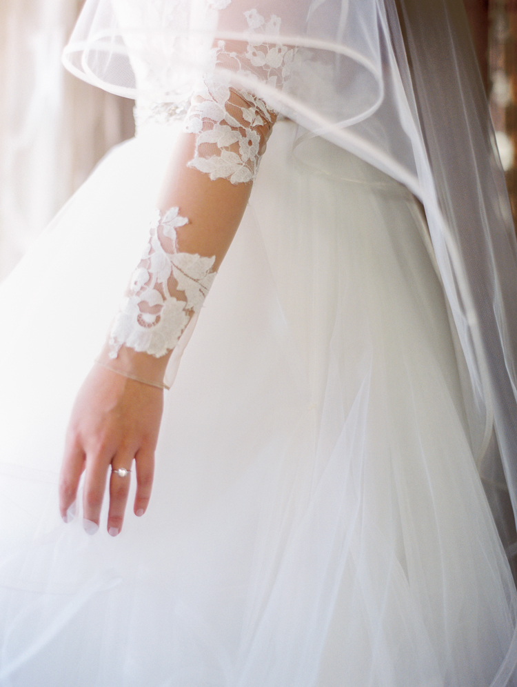 lace sleeves wedding dress