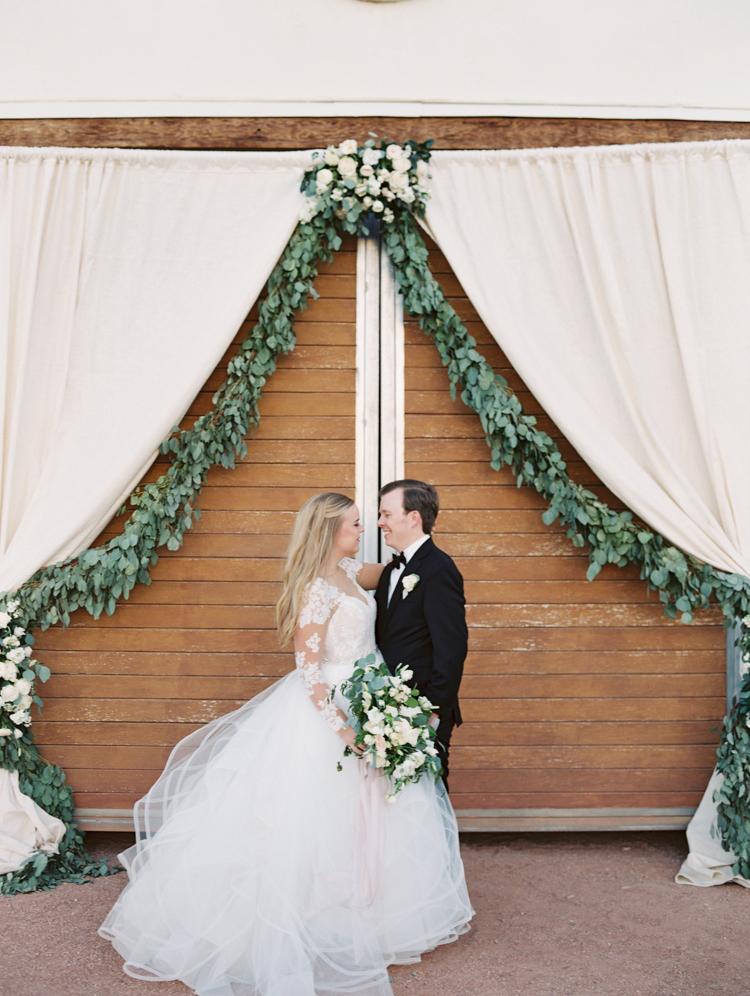 classic and romantic wedding in las vegas