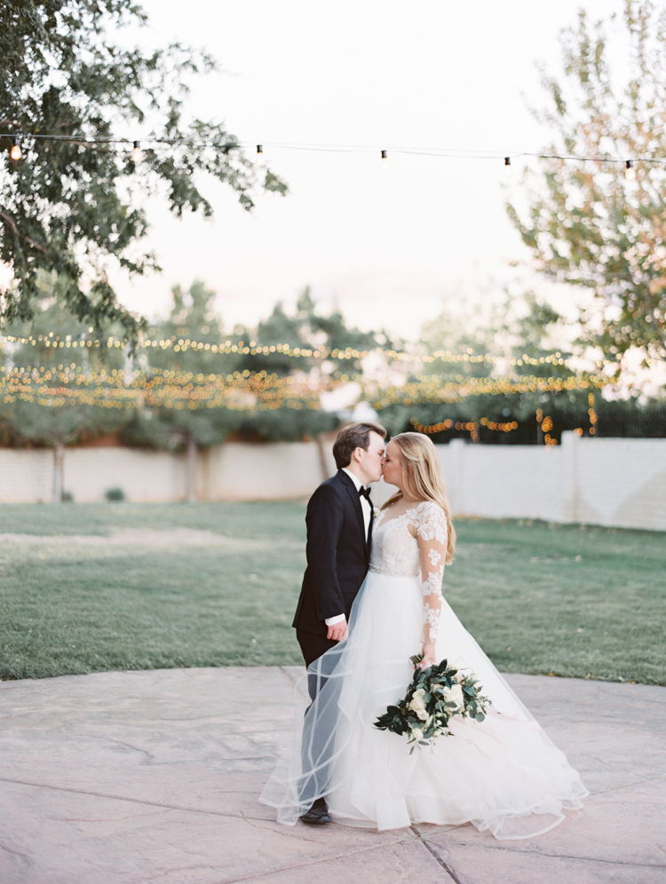 timeless and romantic wedding in las vegas